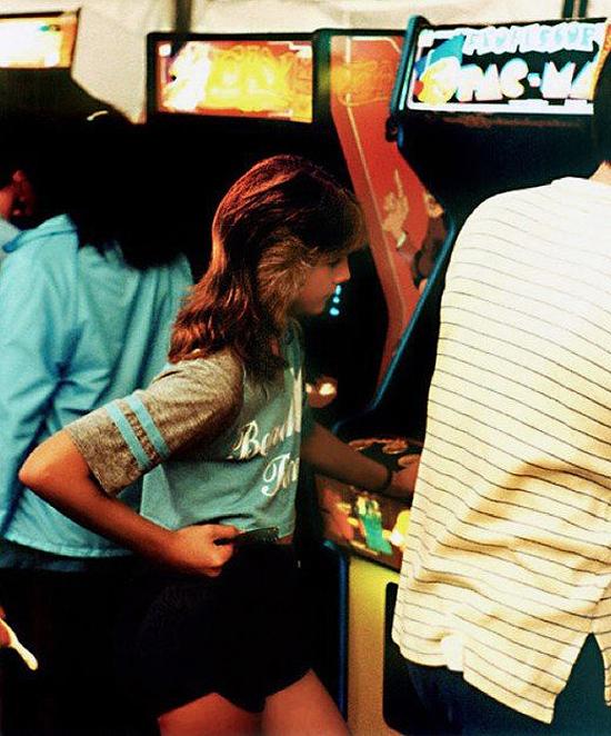 bitrebels-girl-in-1980s-arcade